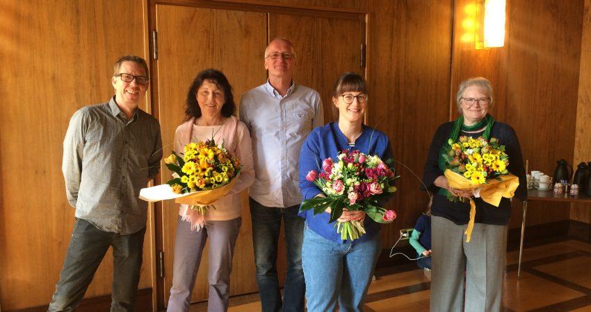Der Fraktionsvorstand vertreten durch Marc Schüller und Achim Mletzko verabschiedet die scheidenden Stadträtinnen Elke Leo, Monika Krannich-Pöhler und Britta Walthelm