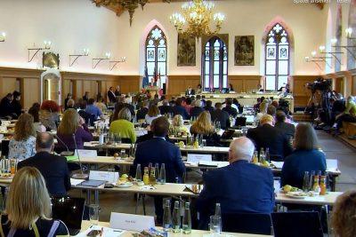 Blick in den Historische Rathaussaal Nürnberg währedn einer Stadtratssitzung