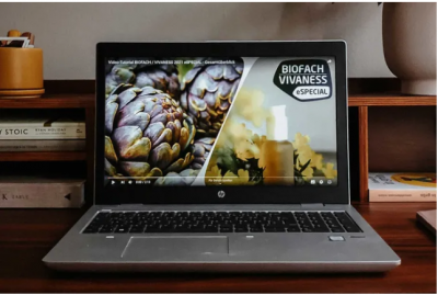Laptop-Bildschirm mit aufgerufener Biofach-Internetseite