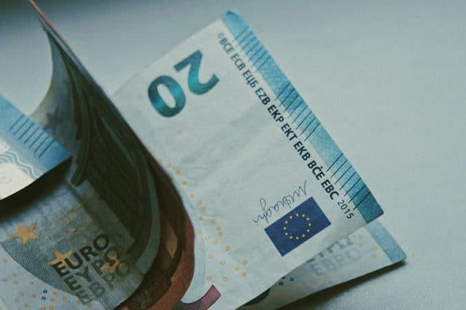 Einige kleinere Euro-Banknoten.