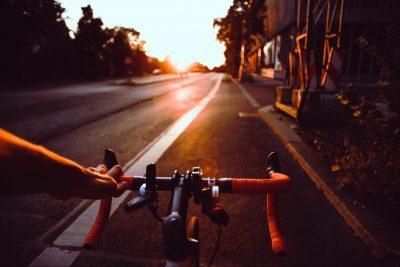Rennrad im Sonnenuntergang